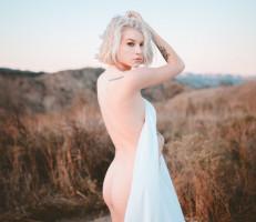 Arya_in_wonderland