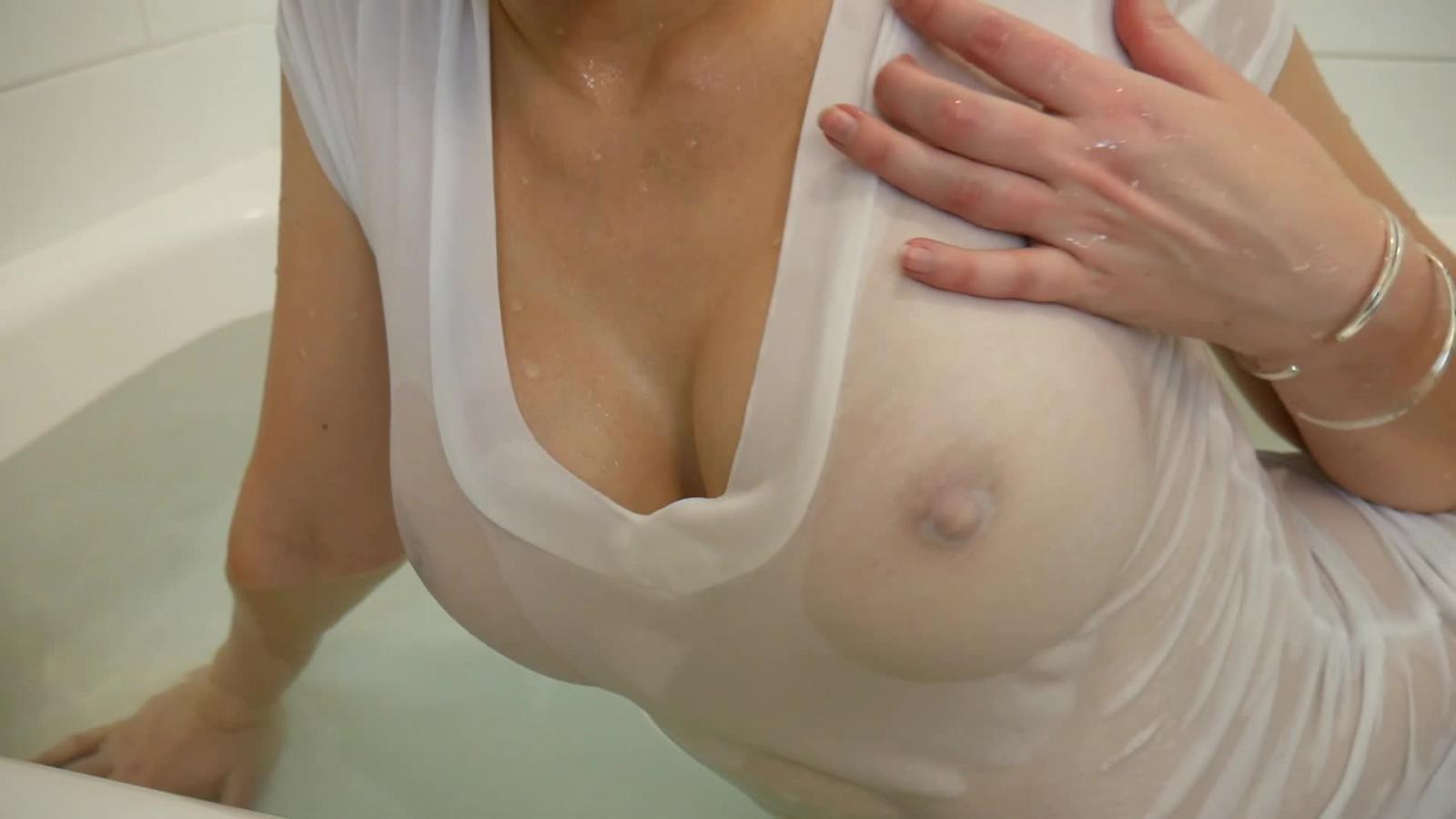 Порно видео женщина одевает лифчик на голую грудь, фото галереи анального секса с пожилыми