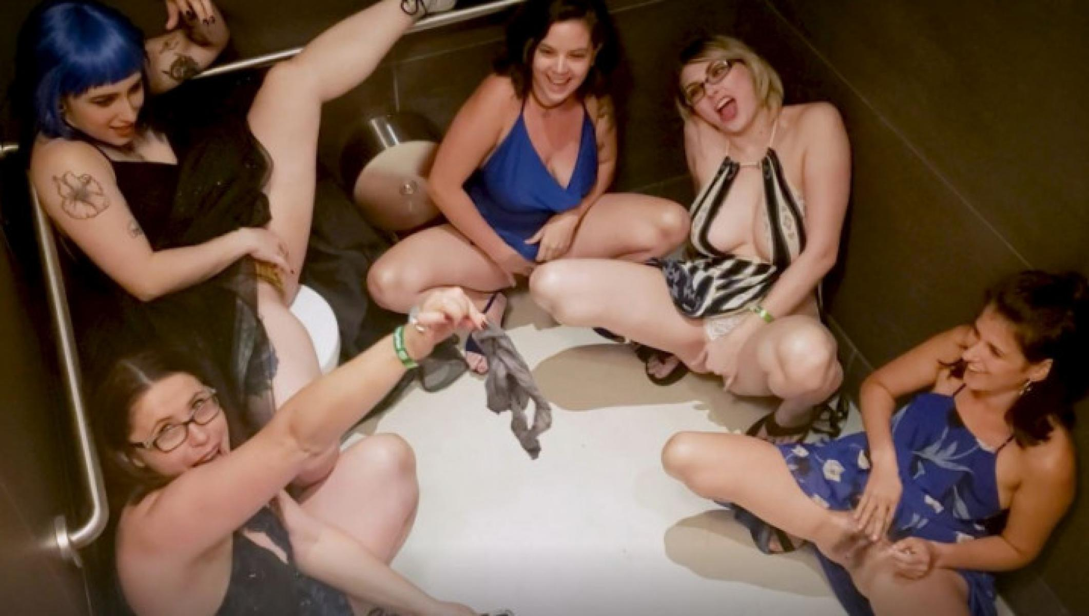 Messy lesbian orgy