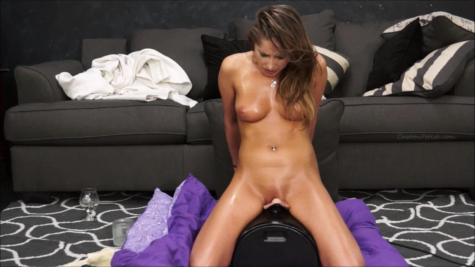 Amateur Orgasms With Sybian And Wand